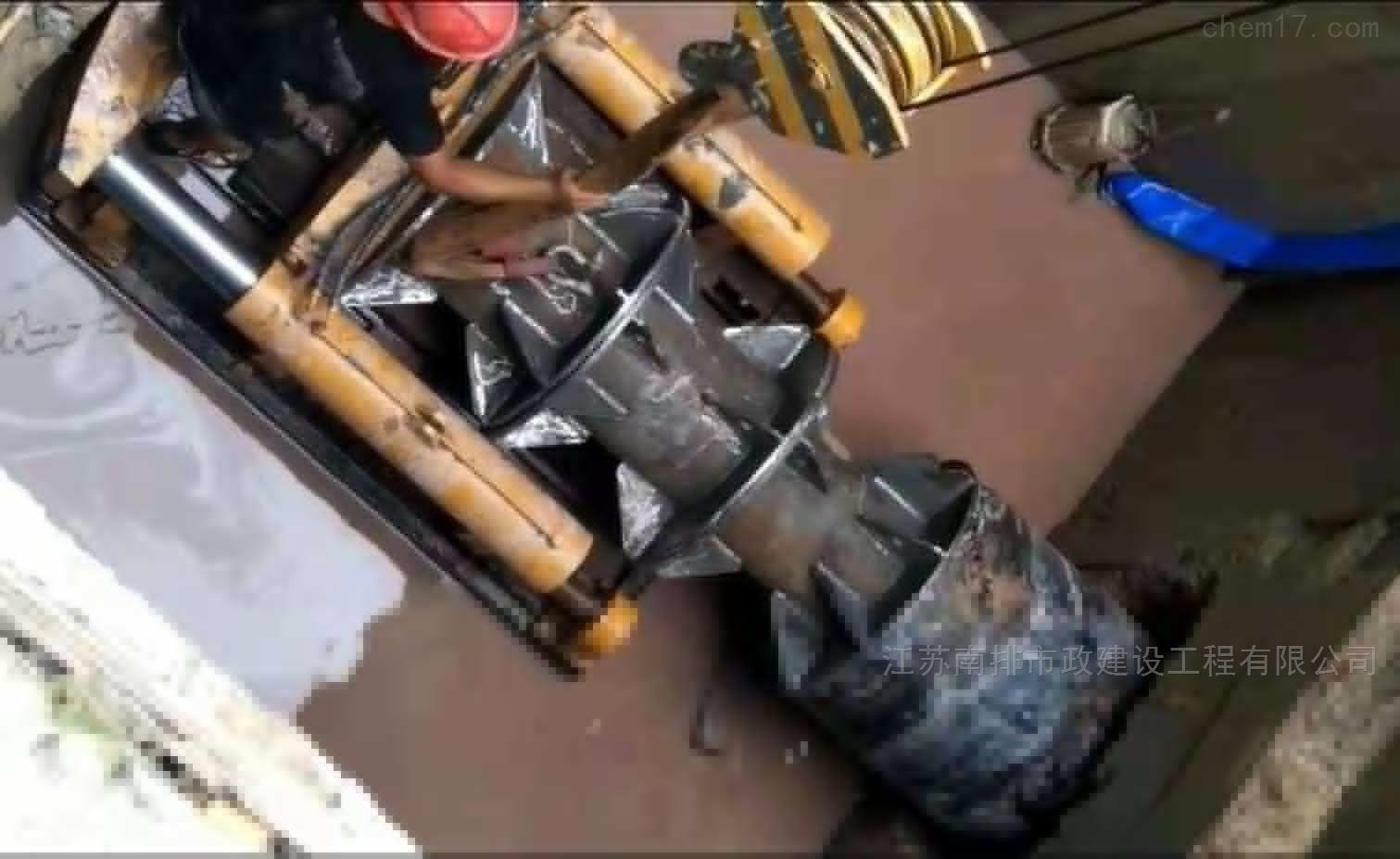 管道变形非开挖置换法内衬修复