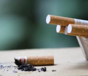 吸食一年肺损伤 电子烟真的安全吗
